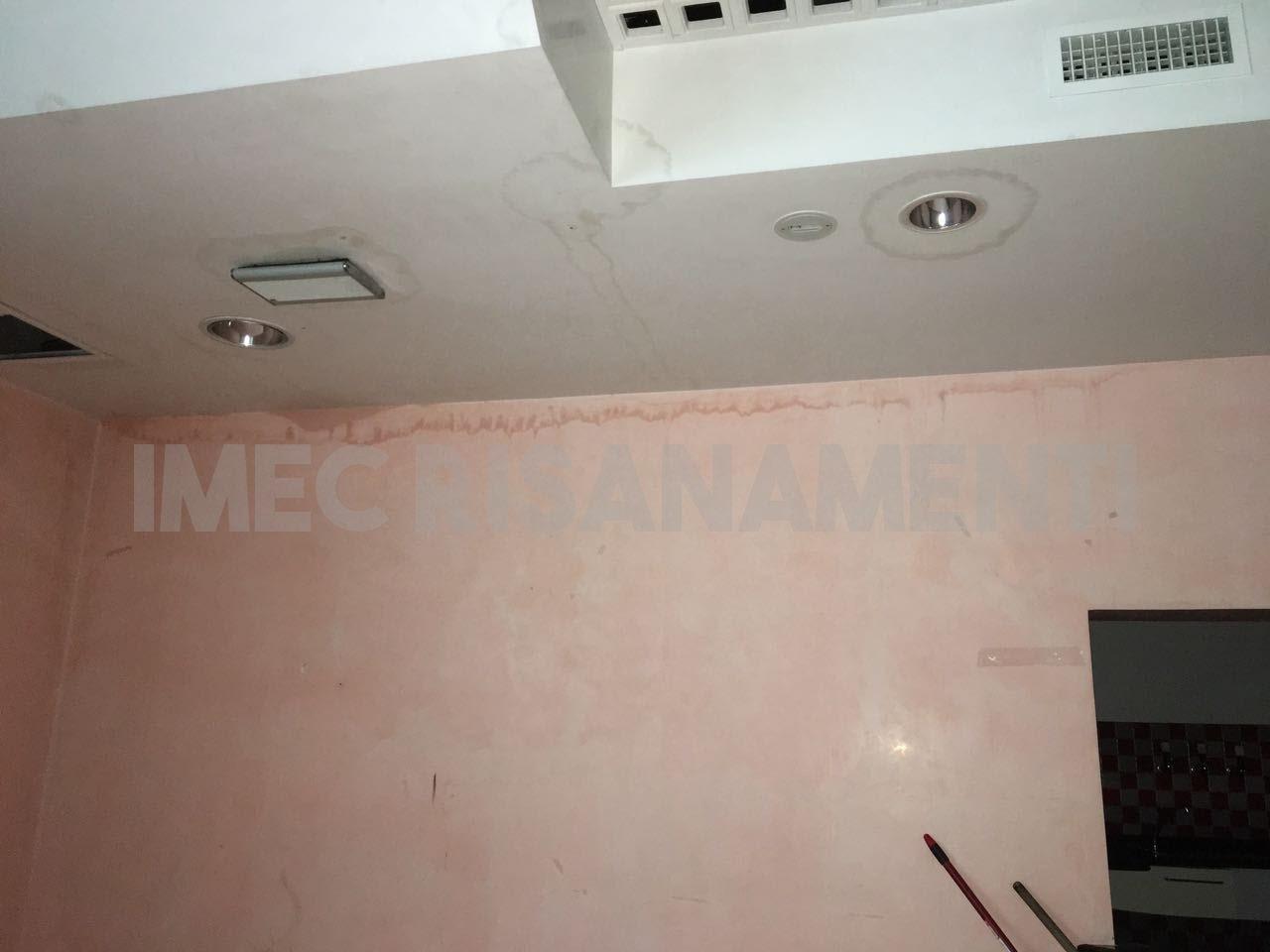 Infiltrazione di acqua sul soffitto imec risanamenti - Cattivo odore bagno tubo di sfiato ...